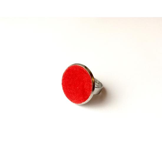 Piros bársony gyűrű