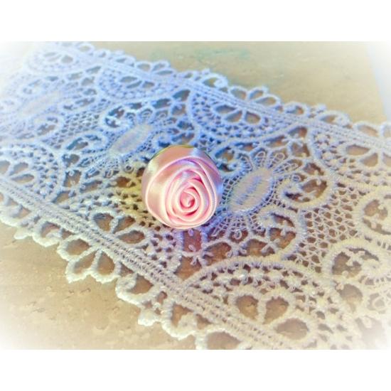 Halvány rózsaszín rózsás gyűrű