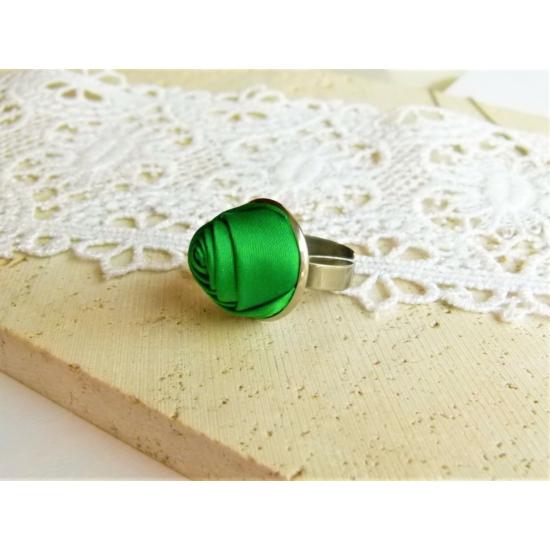 Zöld rózsás gyűrű